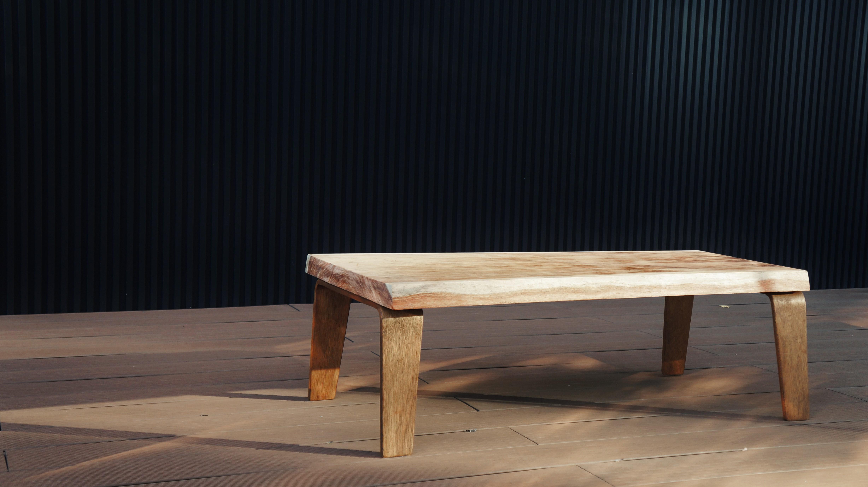 天然木 無垢 一枚板 リメイクローテーブル/センターテーブル Natural Wood Remake Low Table 中古 CENTER TEBLE ローテーブル REMAKE リメイク センターテーブル LowTable TEBLE vintage 天然木 無垢 一枚板 プライウッド コーヒーテーブル リサイクル天然木の耳つき一枚板をあしらったリメイクテーブル。イームズのラウンジチェア「LCW」を彷彿させるミッドセンチュリーな成型合板の脚と、武骨な無垢板が存在感を引き立たせます。