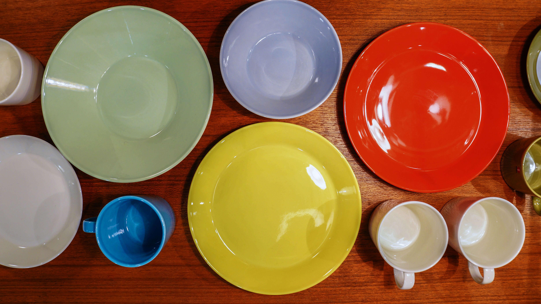 カイフランクのデザインにより登場してから、30年以上も愛されつづけているiittala(イッタラ)のTeema(ティーマ)シリーズ。どんな食卓にもフィットするので、和洋問わず様々な食卓シーンに活用できます。 アイスやヨーグルトやシリアルには、bowlが活躍致します。 また、煮物など汁気がある食べ物にも相性抜群です。色や形が多数ありますので、~【東京都杉並区阿佐ヶ谷北アンティークショップ 古一/ZACK高円寺店】 古一/ふるいちでは出張無料買取も行っております。杉並区周辺はもちろん、世田谷区・目黒区・武蔵野市・新宿区等の東京近郊のお見積もりも!ビンテージ家具・インテリア雑貨・ランプ・USED品・ リサイクルなら古一/フルイチへ~
