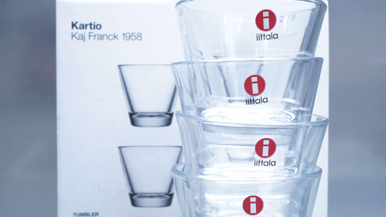 フィンランドのデザイナーKaj Franck(カイ・フランク)によって1958年にデザインされたガラス器のカルティオシリーズはまさにシンプルさの究極形。何の飾りも無い器であるにもかかわらず、持った瞬間にふっと人間のぬくもりを感じさせてくれます。50年以上の時を重ねても少しも古さを感じさせない いつもそばに一つは置いておきたいグラスです。こちらのコーディアルグラスは、ジン、ウォッカ、ラム、テキーラなどのアルコール度の強い酒類のストレートに用いる小さいグラスですが大きなお皿の横にサラダやピクルスなど小鉢としてお使いになられる方も多いようです。シンプルで使いやすいこちらのグラス是非この機会にいかがでしょうか。~【東京都杉並区阿佐ヶ谷北アンティークショップ 古一/ZACK高円寺店】 古一では出張無料買取も行っております。杉並区周辺はもちろん、世田谷区・目黒区・武蔵野市・新宿区等の東京近郊のお見積もりも!ビンテージ家具・インテリア雑貨・ランプ・USED品・ リサイクルなら古一へ~,ユーズド, リサイクル,ふるいち,古市,フルイチ,used,furuichi,デザイナーズ,デザイナーズ家具