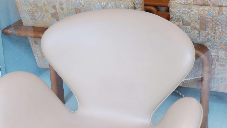 ARNE JACOBSEN SWAN Chair