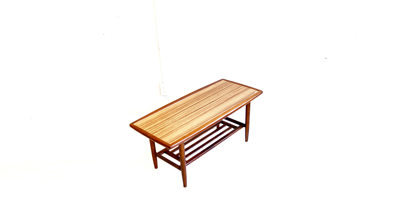 KARIMOKU Standard Modern Series Coffee Table / カリモク スタンダード モダン シリーズ コーヒーテーブル 【商品説明】 純国産品の木材を使用し、木を熟知しているからこそできる こだわりの乾燥工程、高度な加工技術で 今なお、人気の高い家具メーカー KARIMOKU(カリモク)。 そんなカリモクのスタンダードモダンシリーズのローテーブルが入荷致しました。 2掛けのソファと相性の良いサイズ感 雑誌や新聞、或は小さな収納箱を置いて普段使いに とても重宝する棚板 また、テレビを上に乗せ、 棚にはAV機器を等とTVボードとしてもお使い日本の住宅事情を考慮し、考えられた 人気のセンターテーブルです。 天板は水気を気にせずお使い頂けるメラミン仕様となっておりますので 面倒なメンテナンスもいらず、末永くお使い頂けるお品物です。 カリモク60などにあるようなレトロモダンなソファとの相性がよく ビンテージスタイルにもおすすめです。 心温まる木目の美しいこちらのコーヒーテーブル 是非この機会にいかがでしょうか。 ~【東京都杉並区阿佐ヶ谷北アンティークショップ 古一/ZACK高円寺店】 古一では出張無料買取も行っております。杉並区周辺はもちろん、世田谷区・目黒区・武蔵野市・新宿区等の東京近郊のお見積もりも!ビンテージ家具・インテリア雑貨・ランプ・USED品・ リサイクルなら古一へ~,ユーズド, リサイクル,ふるいち,古市,フルイチ,used,furuichi