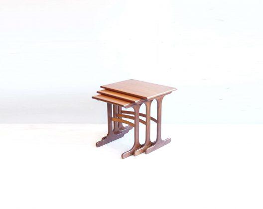 UK VINTAGE E GOMME G PLAN SERIES NEST TABLE / イギリス ビンテージ Gプラン ネスト テーブル 【商品説明】 イギリス E.GOMME社の北欧デザインシリーズ、 G-PLANの1960年製ネストテーブルが入荷致しました。 ネストとは「巣」の意。 文字通りひとつの巣の中におさまるデザインで 様々な使い方ができるデザインと利便性の両方を兼ね備えた イギリス、ミッドセンチュリーの家具です。 用途に合わせてご使用頂けるこちらのネストテーブルは、 普段はコンパクトに、来客時のサブテーブル 重ねてシェルフとしてなど、使い勝手の良い人気のアイテムです。 くつろぎの時間の演出に是非いかがでしょうか。中古,東京都,杉並区,阿佐ヶ谷,北,アンティーク,ショップ,古一,ZACK,高円寺,店,古,一,出張,無料,買取,杉並区,周辺,世田谷区,目黒区,武蔵野市,新宿区,東京近郊,お見積もり,ビンテージ家具,インテリア雑貨,ランプ,USED品, リサイクル,ふるいち,フルイチ,古一,used,furuichi~【東京都杉並区阿佐ヶ谷北アンティークショップ 古一/ZACK高円寺店】 古一/ふるいちでは出張無料買取も行っております。杉並区周辺はもちろん、世田谷区・目黒区・武蔵野市・新宿区等の東京近郊のお見積もりも!ビンテージ家具・インテリア雑貨・ランプ・USED品・ リサイクルなら古一/フルイチへ~