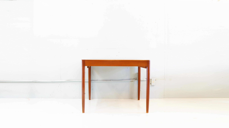 チーク材を使用した伸張式のヴィンテージダイニングテーブル。角が丸く滑らかな曲線とチーク材の木目、質感が相性良く木製家具ならではの暖かさを存分に感じさせてくれるお品物です。また伸張式ですのでシチュエーションに合わせて使用できるのも魅力的です。おそらく日本製のものかと思われますが北欧家具にも通ずるデザインなので北欧インテリア、ヴィンテージスタイルと様々なお部屋のスタイルに合わせてお使い頂けるダイニングテーブルです。お探しだった方は、是非この機会にいかがでしょうか。~【東京都杉並区阿佐ヶ谷北アンティークショップ 古一/ZACK高円寺店】 古一では出張無料買取も行っております。杉並区周辺はもちろん、世田谷区・目黒区・武蔵野市・新宿区等の東京近郊のお見積もりも!ビンテージ家具・インテリア雑貨・ランプ・USED品・ リサイクルなら古一へ~