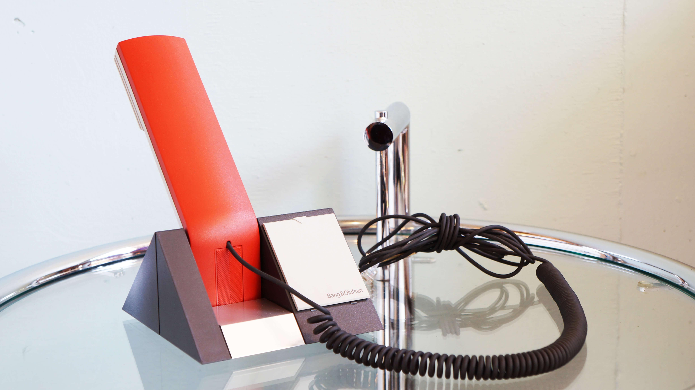バング&オルフセンは、1925年のデンマークで誕生したオーディオ・ビジュアルブランドです。 そんなバング&オルフセンの電話機である、「BeoCom1410」は無駄を省き、気持ちがいいほどシンプル。 そして、電池いらずなので、停電時にも使えます。 ~【東京都杉並区阿佐ヶ谷北アンティークショップ 古一/ZACK高円寺店】 古一/ふるいちでは出張無料買取も行っております。杉並区周辺はもちろん、世田谷区・目黒区・武蔵野市・新宿区等の東京近郊のお見積もりも!ビンテージ家具・インテリア雑貨・ランプ・USED品・ リサイクルなら古一/フルイチへ~