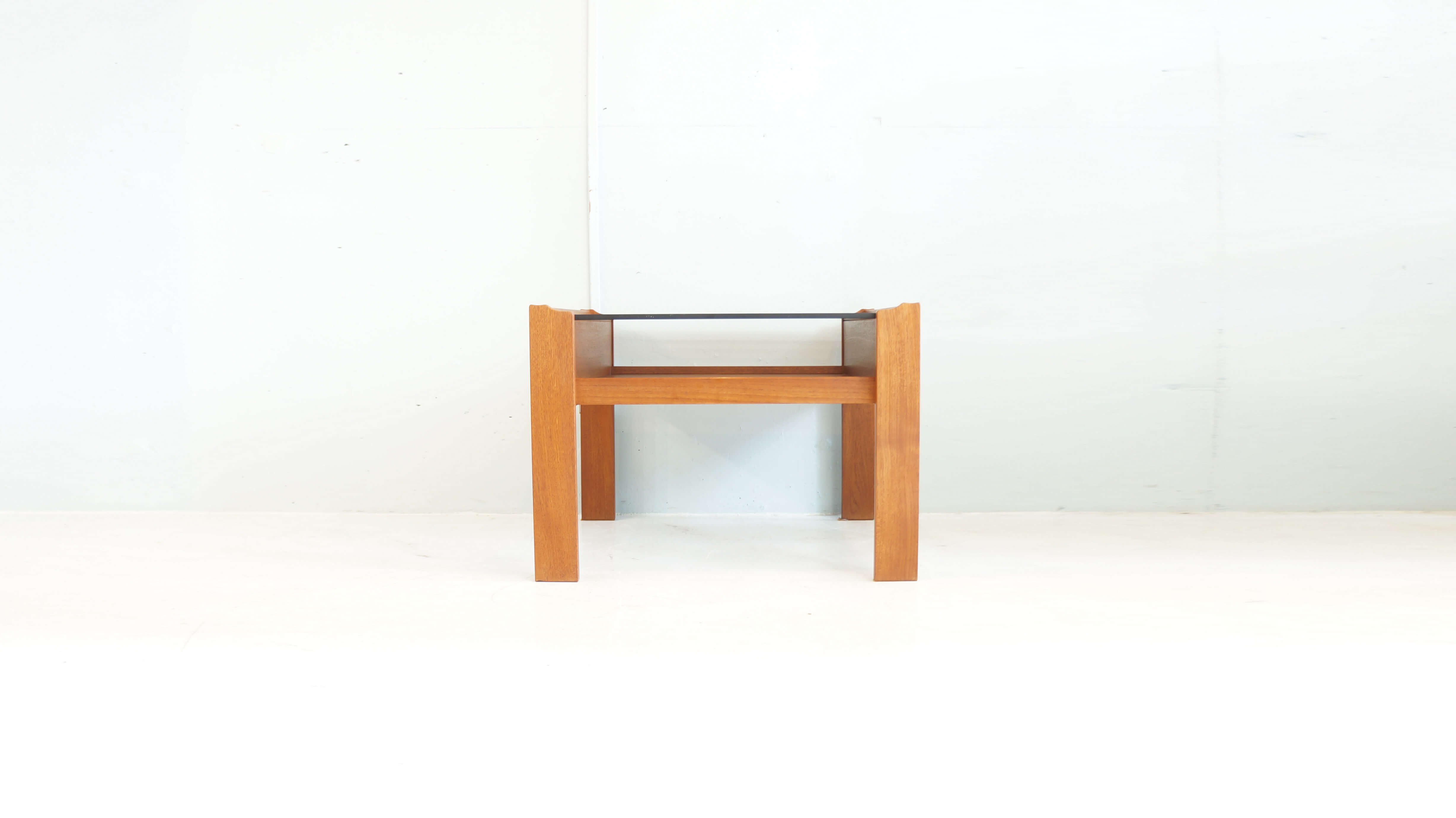 SMOKE GRASS TOP TEAK WOOD SIDE TABLE / チーク材 スモーク ガラス トップ サイド テーブル