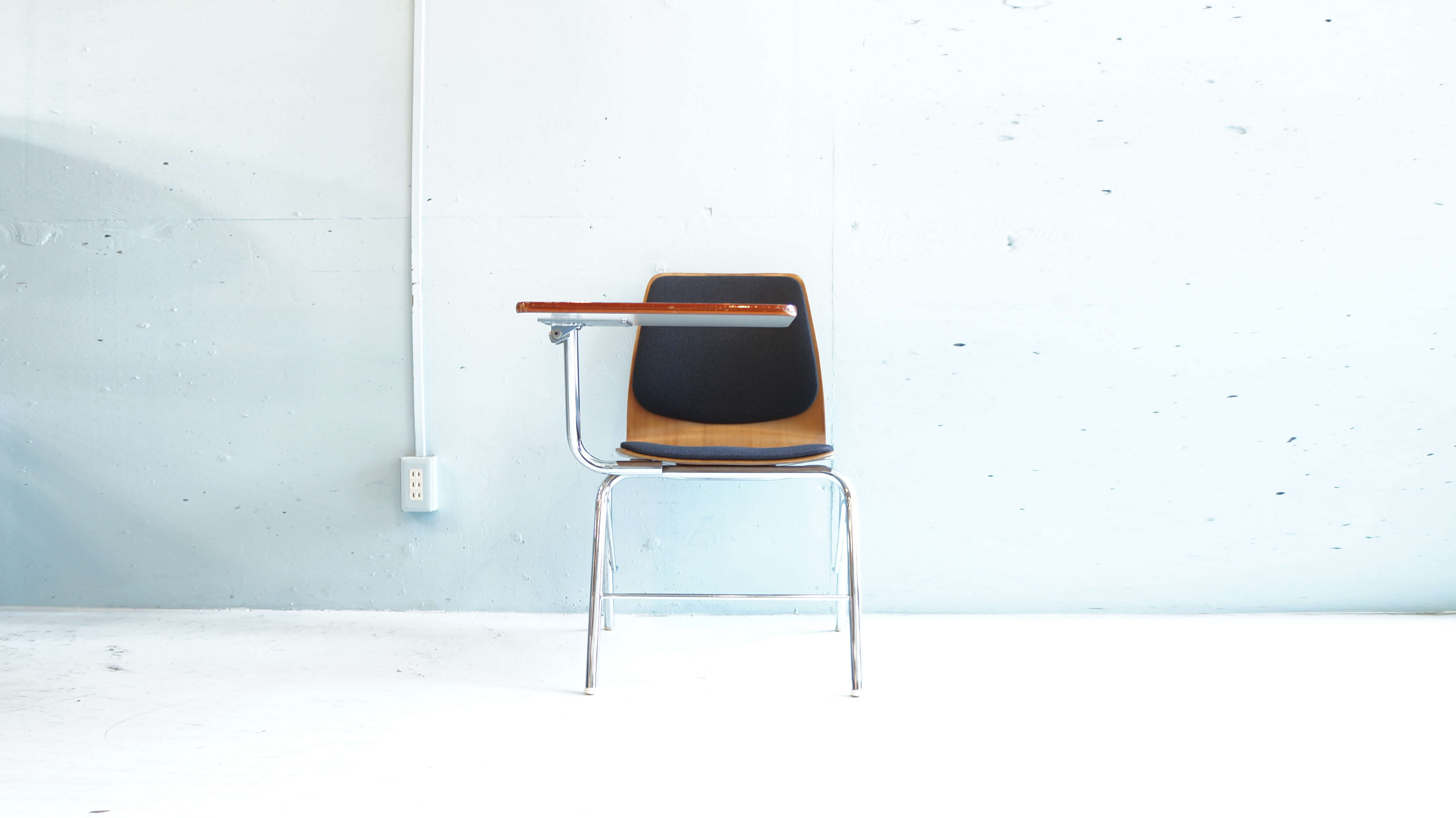 axona AICHI - Chair with Tablet
