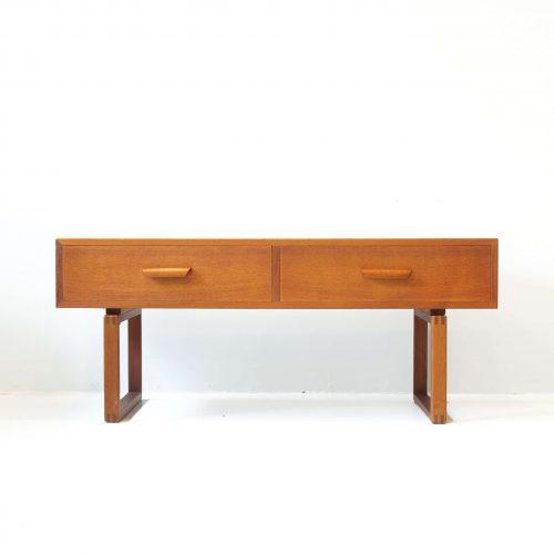 DANISH VINTAGE SIDE CHEST OF DRAWERS / デンマーク製 ビンテージ サイドチェスト ローボード チーク材 北欧家具