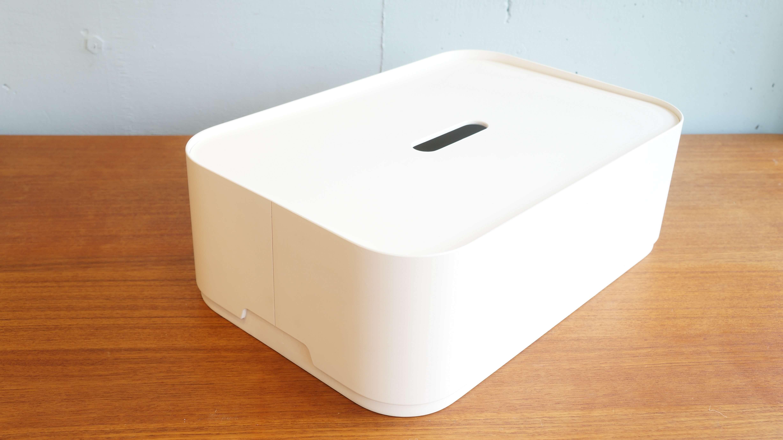 """一見大きなティッシュボックスのようなこの箱は… iittalaのプライウッドボックス""""ヴァッカ""""。 """"Vakka/ヴァッカ""""とは見た通りの「フタ付きの箱」という意味で、 フィンランド・ヘルシンキに拠点を置く、デザインオフィス 「Aalto+Aalto」が2013年に発表しました。 『形が先ではなく、形は機能から生まれる』というコンセプトのもと デザインされました。 北欧らしいすっきりとした実にシンプルなデザインの収納ボックスは お部屋のインテリアと馴染みやすく、置く場所を選びません。 スタッキングができる設計になっており、同じものを積み重ねて使ったり、 また、フタが付いているので、ちょっとしたサイドテーブルとして使ったり、 使い方は様々。 おしゃれに便利の収納することができる、北欧デザインの収納ボックスはいかがでしょうか♪ ~【東京都杉並区阿佐ヶ谷北アンティークショップ 古一/ZACK高円寺店】 古一/ふるいちでは出張無料買取も行っております。杉並区周辺はもちろん、世田谷区・目黒区・武蔵野市・新宿区等の東京近郊のお見積もりも!ビンテージ家具・インテリア雑貨・ランプ・USED品・ リサイクルなら古一/フルイチへ~"""