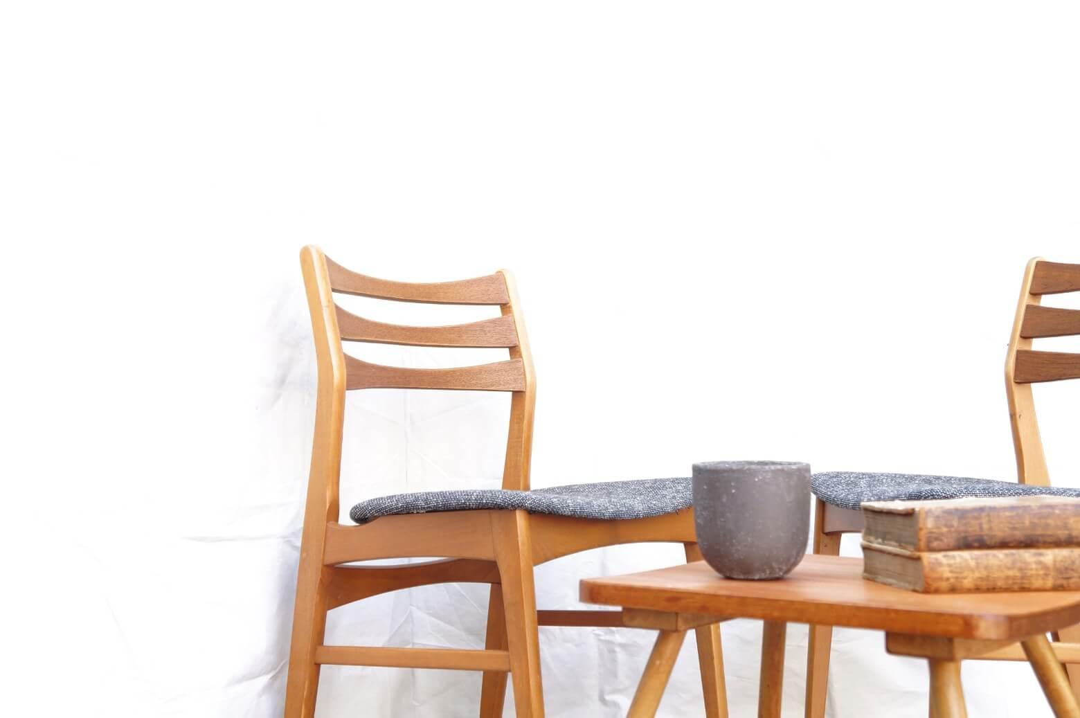 Faldsled & Mobelfabrik Dining Chair Made in Denmark REUPHOLSTERED / デンマーク製 ダイニングチェア 張替え済み 【商品説明】 デンマークの家具メーカーの ダイニングチェアが入荷致しました。 1960年代の物と思われ、背もたれには、チーク材 その他のフレームの部分には、ブナ材を使用しています。 背もたれには適度な角度があり、もたれかかった時に 心地よいホールド感を感じられます。 座面は幅が広くゆったりとご使用いただけるチェアです。 座面には厚みのあるシンプルなマーブル柄に張り替えましたので 北欧モダン、和スタイルにも相性の良くご使用頂けるかと思います。 是非この機会にいかがでしょうか。 東京都杉並区阿佐ヶ谷北アンティークショップ 古一】 古一/ふるいちでは出張無料買取も行っております。杉並区周辺はもちろん、世田谷区・目黒区・武蔵野市・新宿区等の東京近郊のお見積もりも!ビンテージ家具・インテリア雑貨・ランプ・USED品・ リサイクルなら古一/フルイチへ~