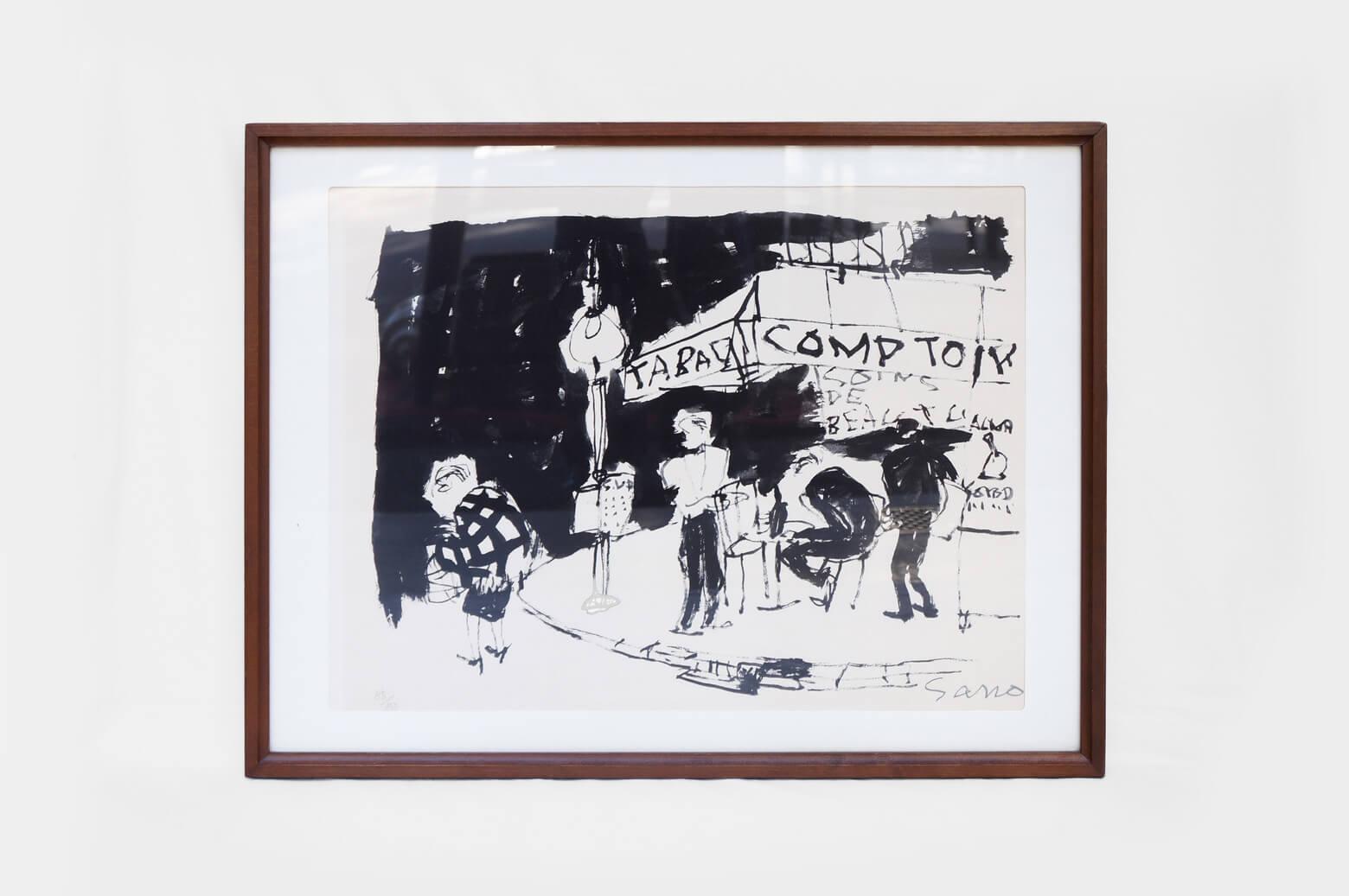 """昭和時代に活躍した洋画家、佐野繁次郎は1900年大阪で生まれました。 画家の小出楢重に師事し、信濃橋洋画研究所に学び二科展に出品。 1937年にはフランスへ渡り、アンリ・マティスに師事しています。 大胆な手書き文字や紙や布をキャンバスに貼りつけるパピエ・コレの技法を使った作品で知られ、昭和初期より小説家、横光利一の著作の挿絵や装丁を数多く手掛けました。 こちらのリトグラフは限定150部で制作された「パリの四季」。 四人の画家がそれぞれパリの四季を描いた作品であると思われます。 佐野繁次郎の作風である大胆で力強いタッチで白と黒のみで描かれた、秋のパリの街角。 決して派手な作品ではありませんが、独特な世界観を持つ彼のフィルターを通して描かれたパリの風景は見るものを一瞬で引き込んでしまう魅力を感じます。 彼のリトグラフはとても珍しく、更にこちらは貴重な本人のサイン入りです。 お探しの方はこの機会にぜひご検討くださいませ。 細かな傷や擦れがございますが、大きなダメージはございません。 直筆サインと85/150のシリアルナンバー入りです。 書籍や雑誌の装丁を数多く手掛け、また、パピリオ化粧品の重役に就きパッケージデザインや広告デザインを担当していたことでも知られています。 のびのびと大胆に描かれた手書き文字は、""""味がある文字""""なんていう言葉では表現しきれません。 彼が装丁を手掛けた書籍をコレクションするほど、彼の世界観に魅了されている人も多いのだとか… ~【東京都杉並区阿佐ヶ谷北アンティークショップ 古一】 古一/ふるいちでは出張無料買取も行っております。杉並区周辺はもちろん、世田谷区・目黒区・武蔵野市・新宿区等の東京近郊のお見積もりも!ビンテージ家具・インテリア雑貨・ランプ・USED品・ リサイクルなら古一/フルイチへ~"""