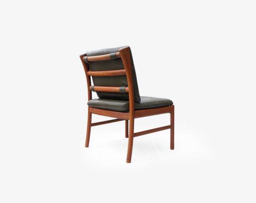 かつて、日本の百貨店の高級家具売り場に北欧家具と並び販売されていた、家具メーカー日田工芸。 残念ながら現在はその歴史に幕を下ろしてしまいましたが、近年の国産ヴィンテージ家具の再評価により、人気が高まっているメーカーのひとつです。 卓越された職人さんの技術と選び抜かれた良質なチーク材から生まれた、至極の家具たち。 そのクオリティは本場北欧に引けを取りません。 中でも人気の高い、ダイニングチェアは少し低めに設計されており、私たち日本人が使いやすいデザインとなっています。 こちらのチェアはすっきりとした佇まいのアームレスタイプ。 肘掛け同士がぶつからず、コンパクトにお使いいただけます。 また、背面のクッションは着脱可能ですので、シチュエーションに合わせてお使いください。 レザーにひび割れがございます。クッションを外した座面土台部分のファブリックにシミ汚れがございます。脚先に日焼けがございます。 ヴィンテージ品のため、経年や使用に伴う細かな傷や擦れがございます。 思わず撫でたくなるような、きめ細かい木肌をチーク材。 いくら素材が良くても、優れた加工技術が伴っていなければその良さを十分には活かしきれません。 日本が誇る家具メーカーの日田工芸だからこそ実現できた、とてもクオリティーの高いチェアです。 これぞ一生モノのチェアと言えるのではないでしょうか。 ~【東京都杉並区阿佐ヶ谷北アンティークショップ 古一】 古一/ふるいちでは出張無料買取も行っております。杉並区周辺はもちろん、世田谷区・目黒区・武蔵野市・新宿区等の東京近郊のお見積もりも!ビンテージ家具・インテリア雑貨・ランプ・USED品・ リサイクルなら古一/フルイチへ~
