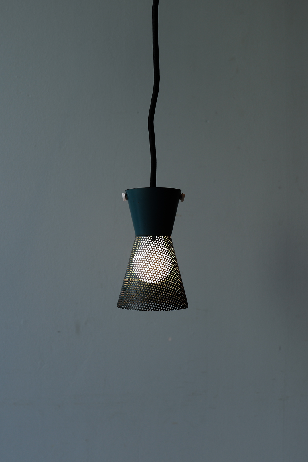 Vintage Perforated Iron Shade Pendant Light/ヴィンテージ アイアン シェード ペンダントライト 照明 インダストリアル