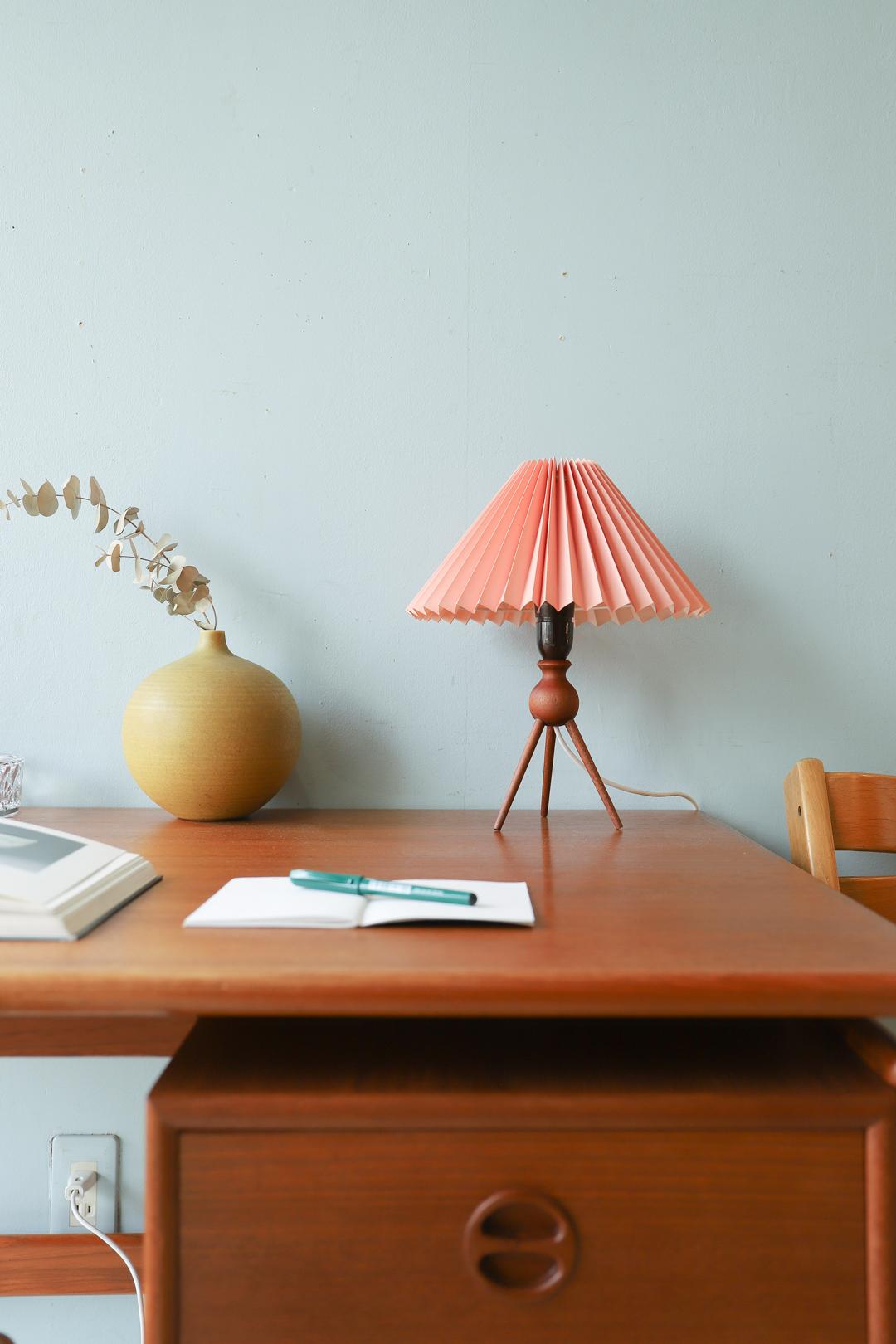 Danish Vintage Teakwood Tripod Table Lamp/デンマークヴィンテージ テーブルランプ チーク材 3本脚 照明 インテリア 北欧モダン